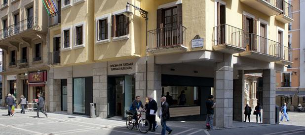 Pamplona navarra la oficina de turismo atender en for Oficina turismo pamplona