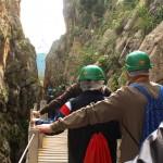 Sentir para ver: una ruta especial por el Caminito del Rey para personas ciegas