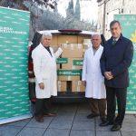 """(Castilla la Mancha) – Caja Rural CLM dona casi una tonelada de alimentos y aceite a Cipriano """"El Amigo de los Pobres"""""""