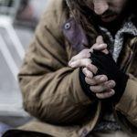 Cerca de un 75% de los españoles creen que no se toman medidas suficientes para atender a personas sin hogar que pernoctan en la calle en esta época de frío