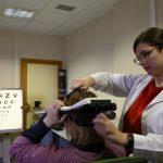 Un simulador portátil del CSIC permite al paciente experimentar antes de operarse cómo va a mejorar su visión