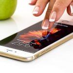 Hasta seis tipos de bacterias diferentes pueden convivir en la pantalla de tu smartphone