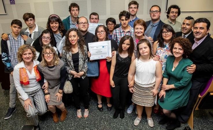 Jóvenes con discapacidad intelectual se gradúan en un curso de formación para el empleo por la Universidad de Valencia