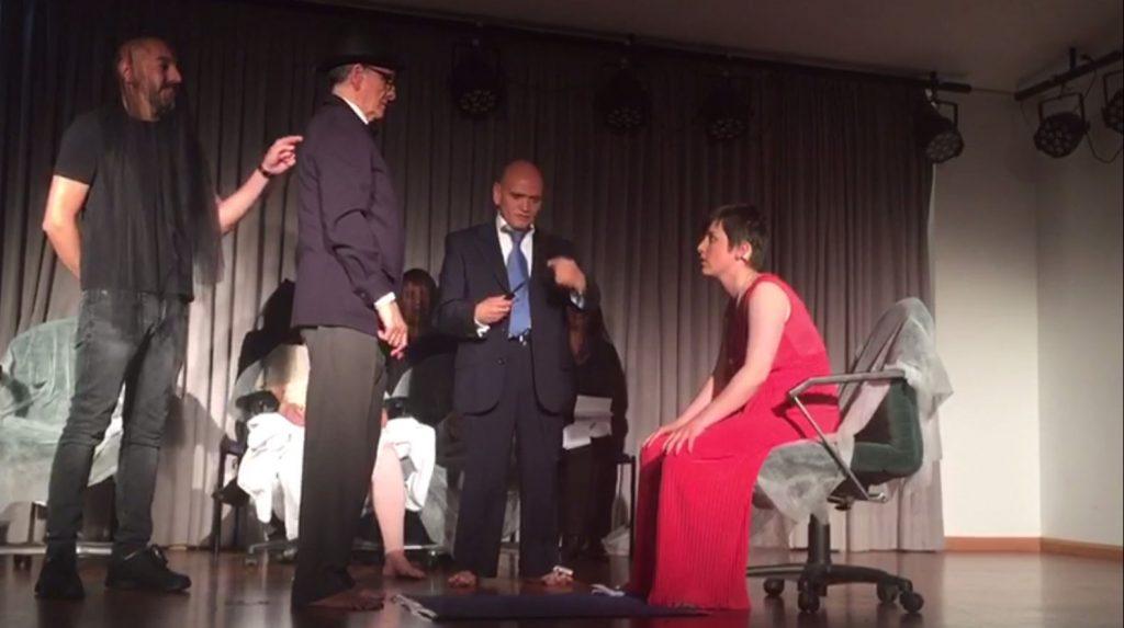 El grupo Babel Teatro, compuesto por personas sordociegas, reestrena en Madrid su obra 'Más allá'