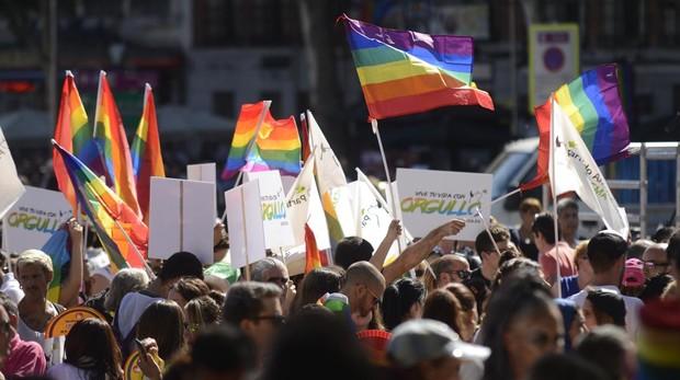 Los taxistas madrileños presentan su nueva imagen para las fiestas del Orgullo 2019
