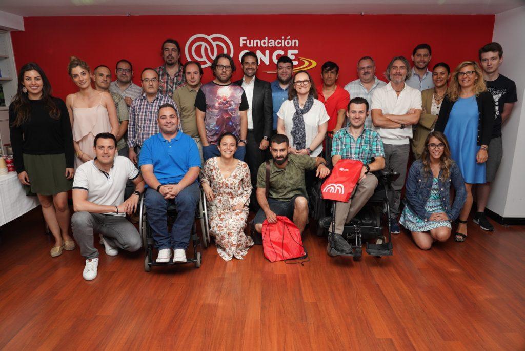 Fundación ONCE y EVO Banco forman a personas con discapacidad en el desarrollo de aplicaciones móviles