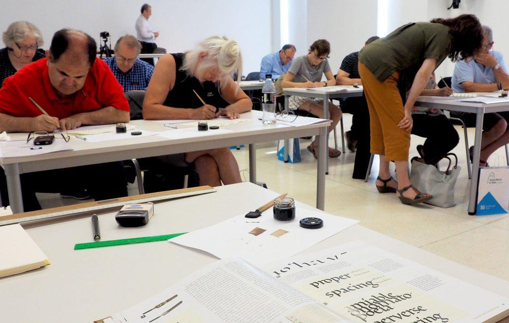 30 personas se adentran en la caligrafía y la música medieval con la Fundación Santa María la Real