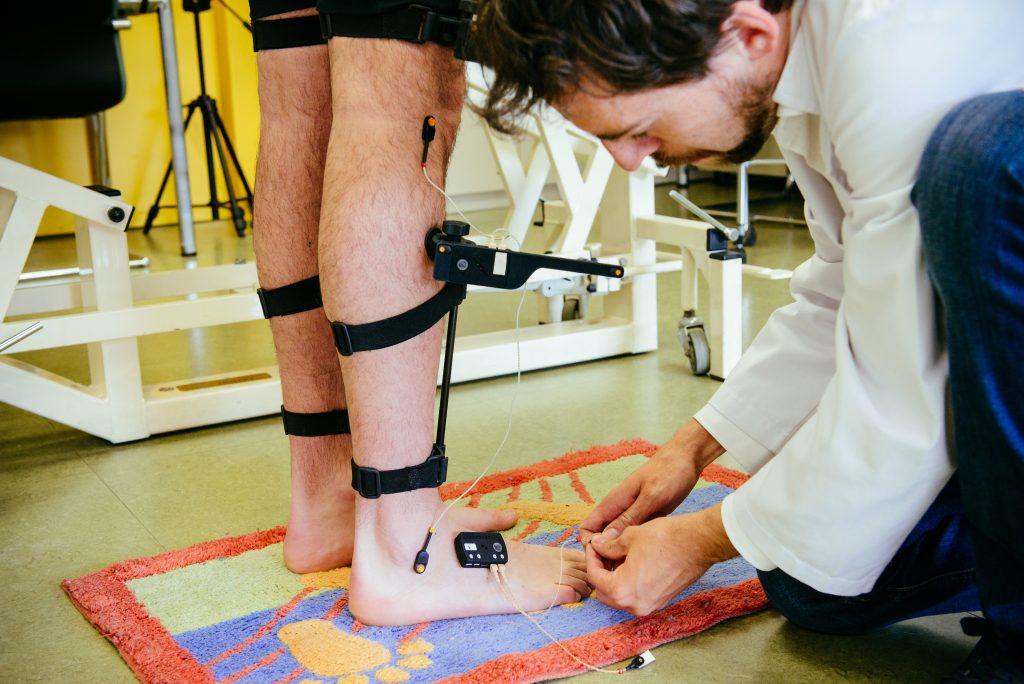 Un estudio detecta y relaciona problemas al caminar con las primeras etapas del Alzheimer