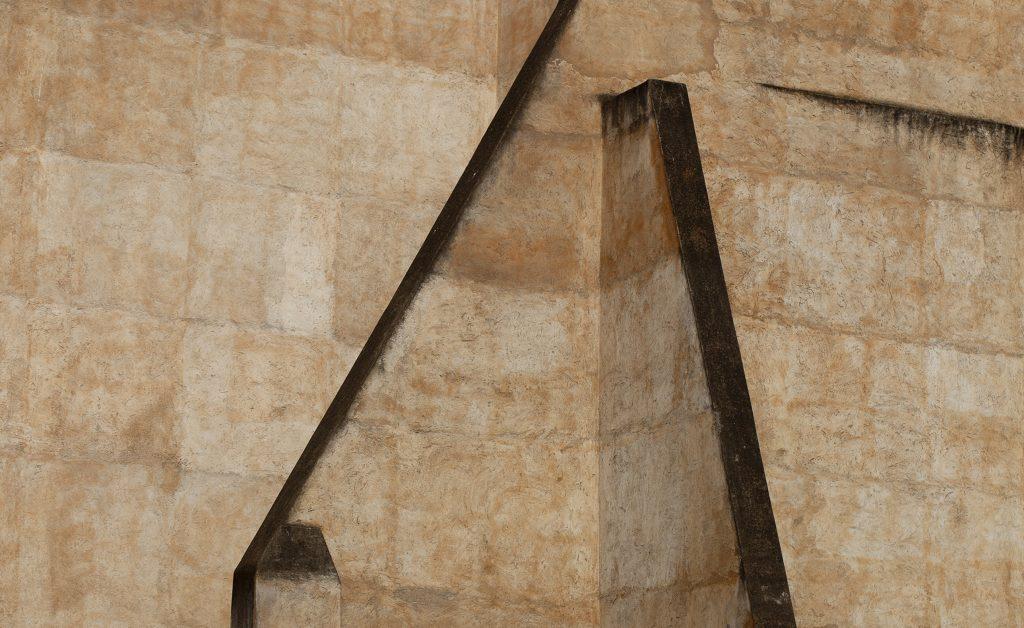 La exposición Estructuras reúne más de cuatro décadas del trabajo fotográfico de Rafael Navarro