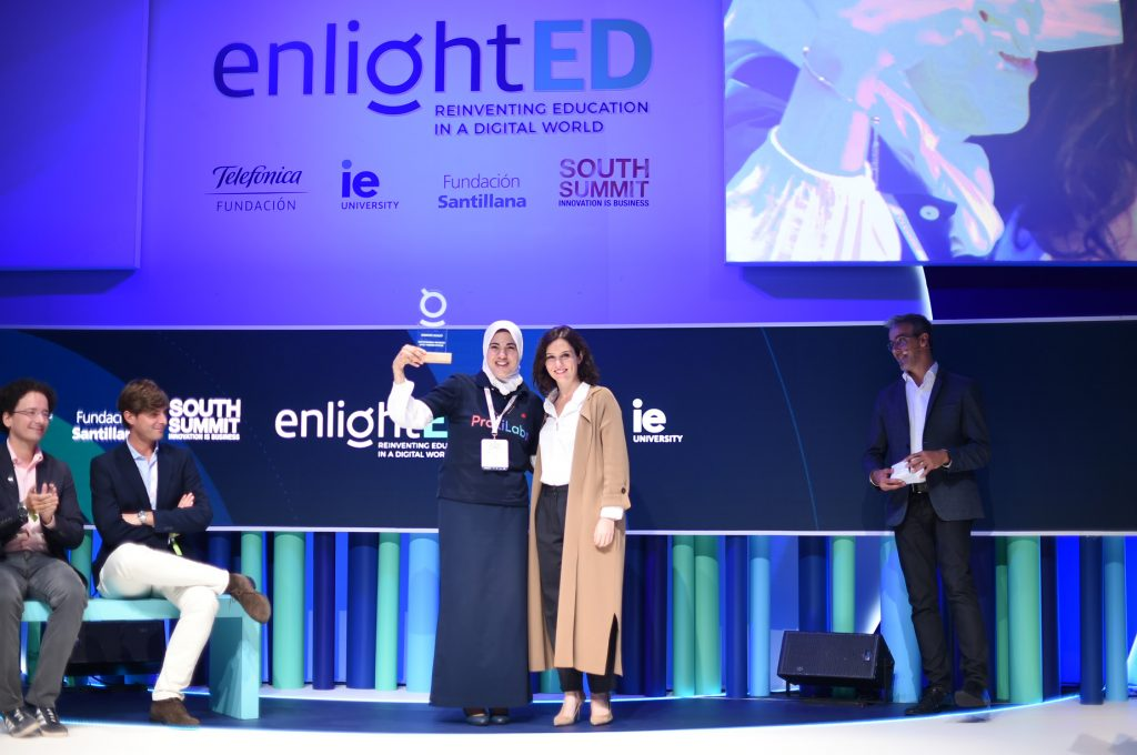 Praxilabs es galardonada como la mejor Startup Edtech del mundo en los Enlighted Awards