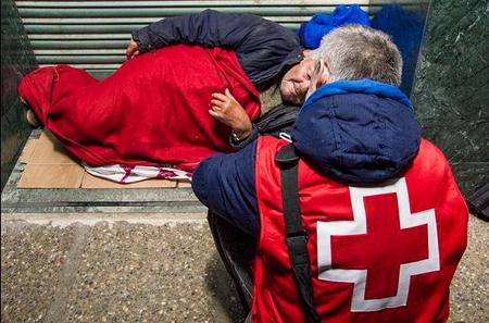 Cruz Roja despliega 32 equipos móviles de atención a personas sin hogar