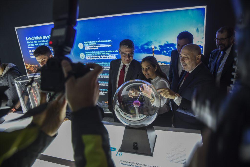 Red Eléctrica inaugura en A Coruña la exposición itinerante 'Una autopista detrás del enchufe'