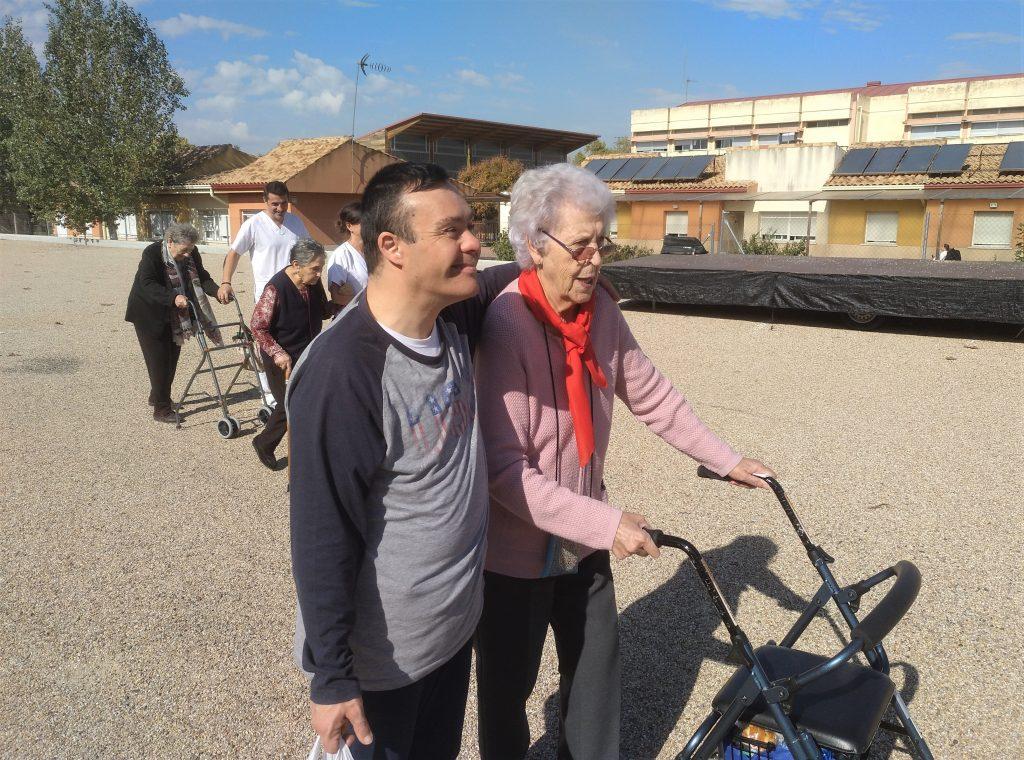 Miembros de Esfera participan en un proyecto de acompañamiento a mayores de la Residencia El Encinar