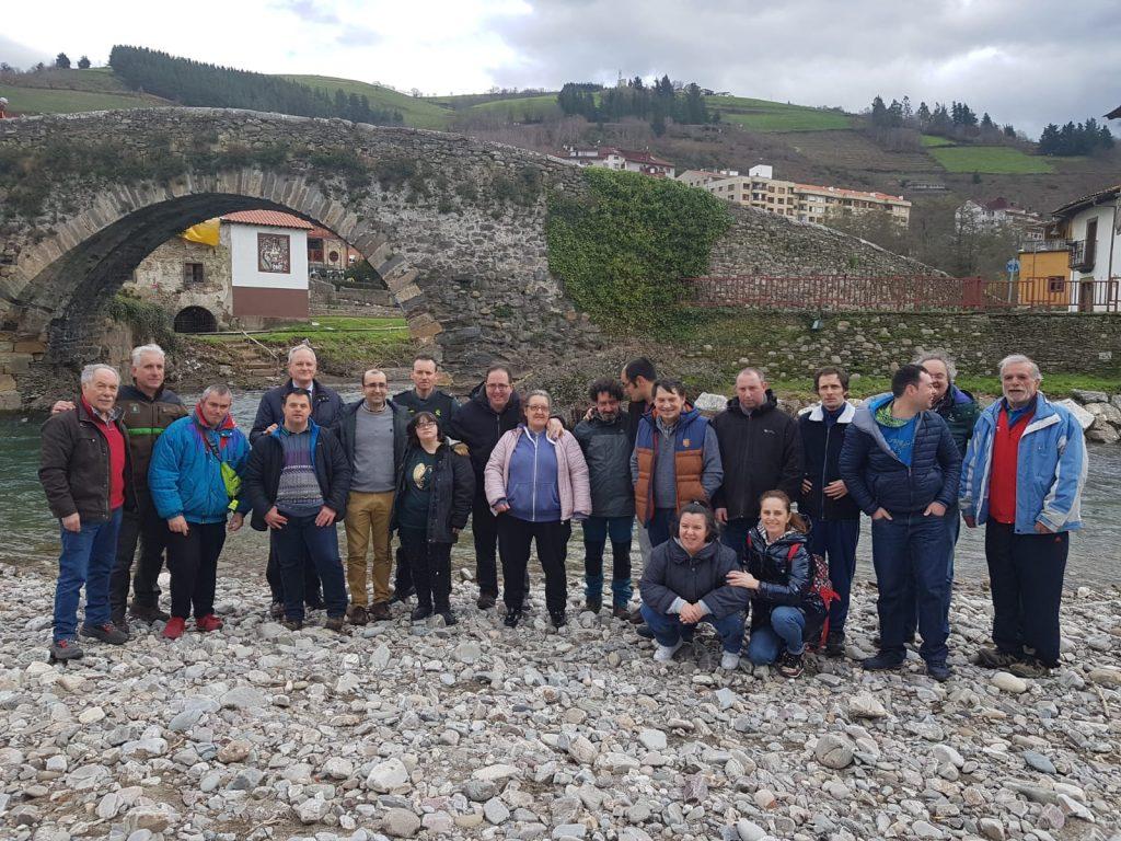 La Asociación de Pescadores Fuentes del Narcea y la Fundación EDP organizan la primera suelta de truchas en el Narcea