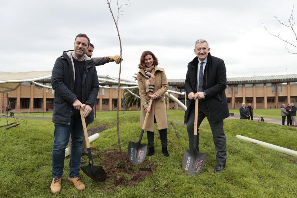 La Universidad de Oviedo y la Fundación EDP presentan el proyecto ambiental realizado en el campus gijonés