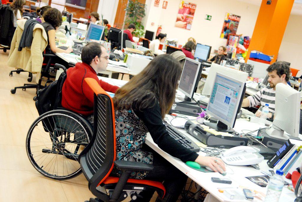 Más de 1.200 universitarios con discapacidad acceden a prácticas laborales gracias al programa de Fundación ONCE y CRUE Universidades Españolas