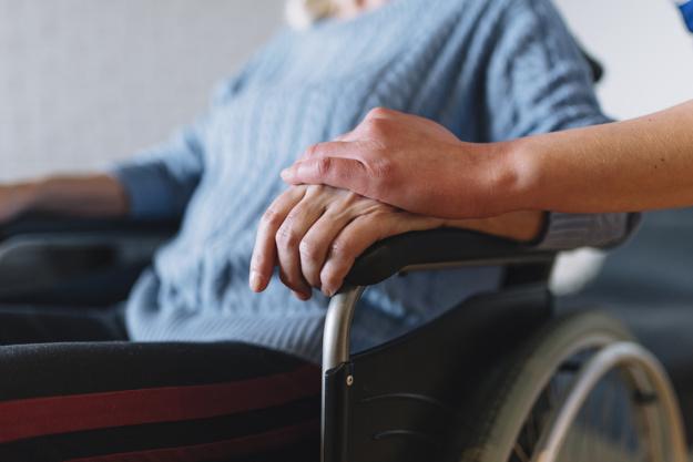 Faltan más de 70.000 plazas residenciales para personas mayores en España