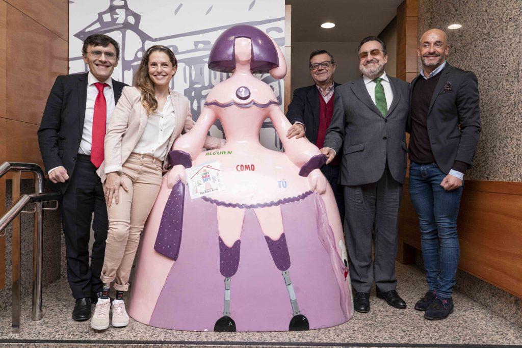 Fundación ONCE dona al Comité Paralímpico Español la escultura de la menina diseñada por la atleta Sara Andrés