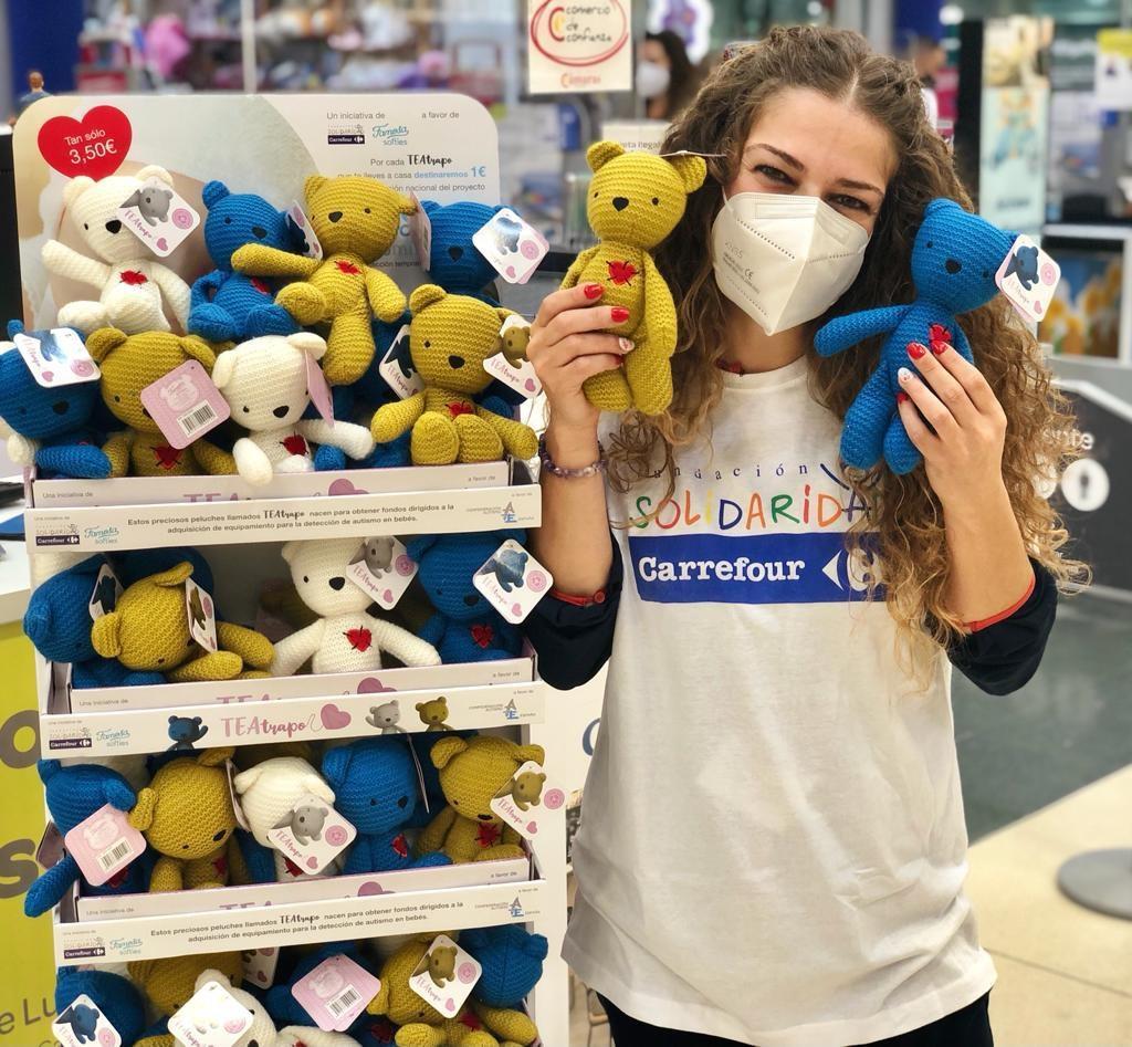 Carrefour y Famosa presentan 'TEAtrapo', la nueva colección de peluches solidarios destinada a la detección precoz del autismo en bebés
