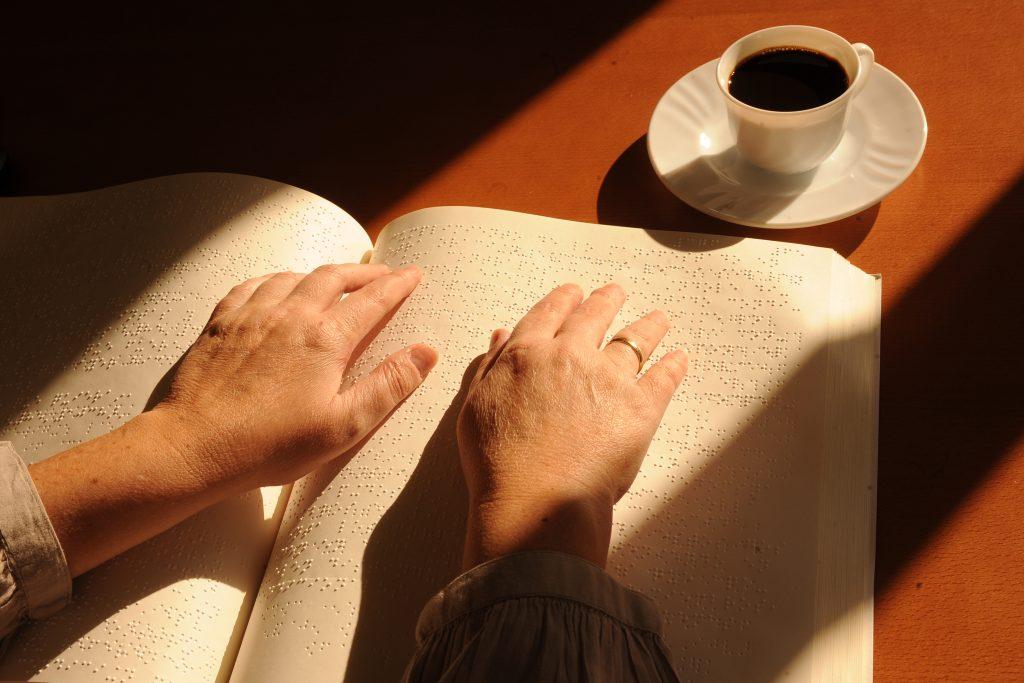 Más de 285 millones de personas ciegas del mundo reivindican el Braille para acceder a la lectura, y poder utilizar bienes y servicios con garantías