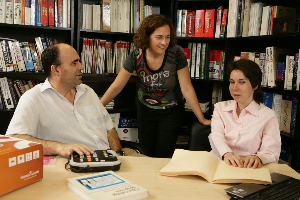 España abre más de 66.000 libros en braille y formatos accesibles a todos los ciegos del mundo