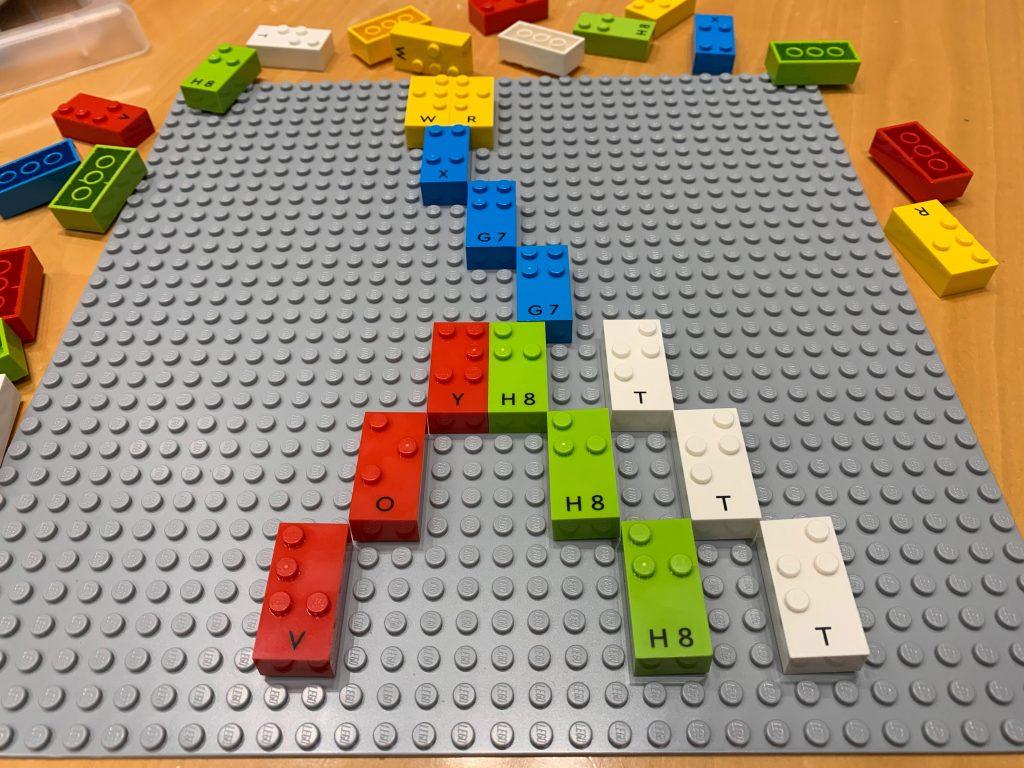 """Las primeras piezas de LEGO en Braille llegan a más de 1.000 escolares ciegos de 3 a 10 años y sus """"coles"""" para impulsar el aprendizaje y la inclusión"""