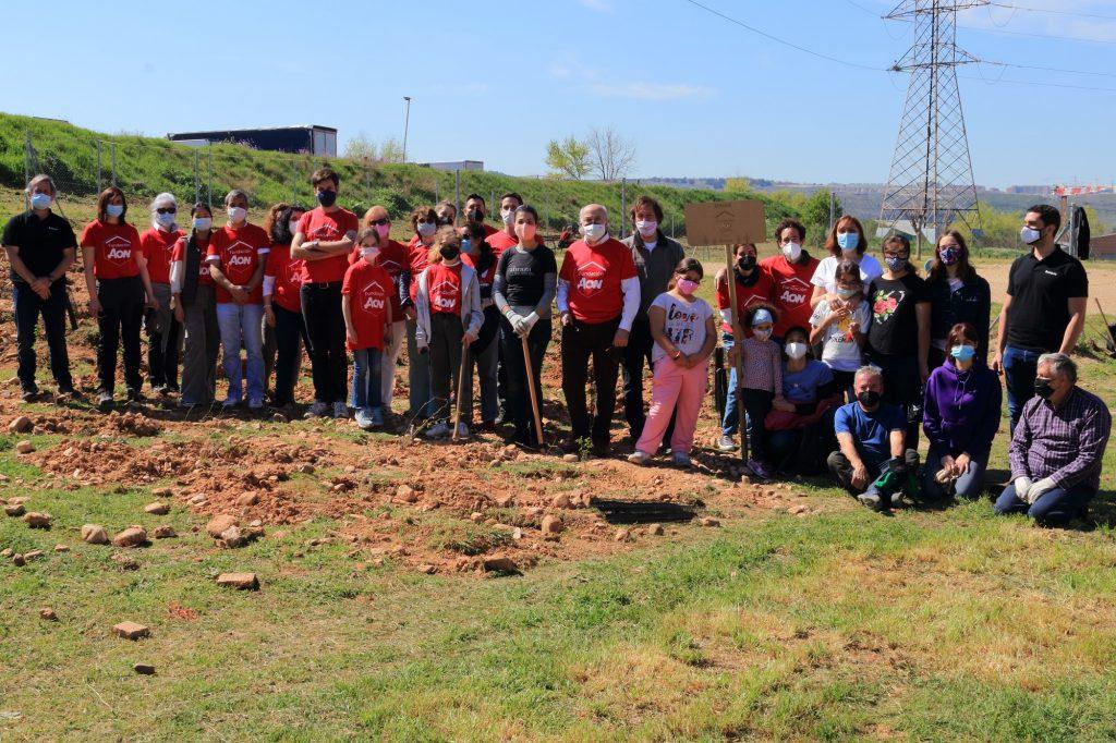 Voluntarios de la Fundación Aon España plantan 365 árboles en Madrid para combatir el cambio climático