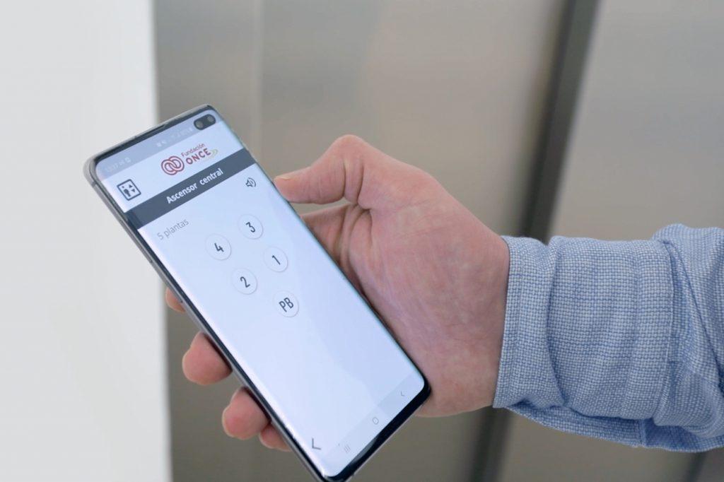 Desarrollan una botonera virtual para activar el ascensor desde el móvil